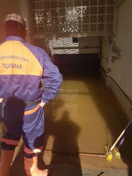 Protección Civil de Totana coopera en las labores de achique de agua en viviendas en Los Alcázares tras las inundaciones - 2, Foto 2