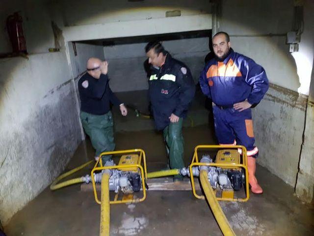 Protección Civil de Totana coopera en las labores de achique de agua en viviendas en Los Alcázares tras las inundaciones - 5, Foto 5