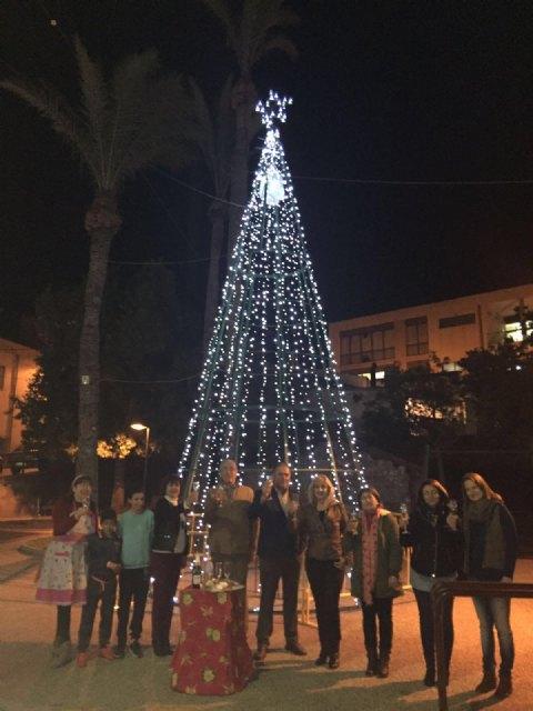 El alcalde asiste al acto de encendido del árbol de Navidad de los comerciantes de la avenida de Lorca - 1, Foto 1