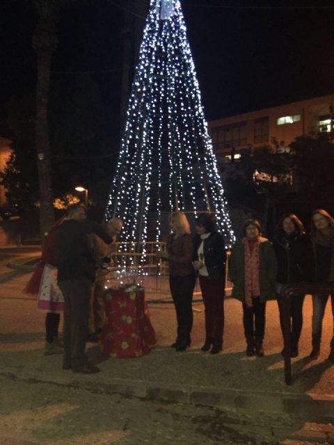 El alcalde asiste al acto de encendido del árbol de Navidad de los comerciantes de la avenida de Lorca - 2, Foto 2
