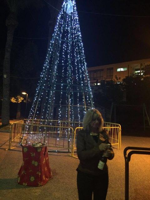 El alcalde asiste al acto de encendido del árbol de Navidad de los comerciantes de la avenida de Lorca - 3, Foto 3
