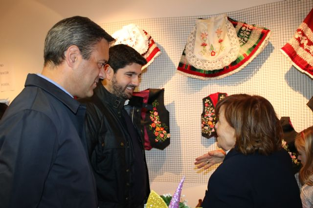 López Miras inaugura la exposición ´La pintura de los hilos´, de Manola Puche - 2, Foto 2