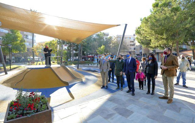 El renovado jardín Pintor Pedro Flores estrena nuevas áreas deportivas y de juegos infantiles en el corazón del barrio del Carmen - 1, Foto 1