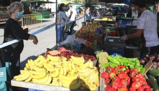 [The Weekly Market of El Paret n-Cantareros is ahead of Thursday because it coincides with the festive days of Christmas and New Year