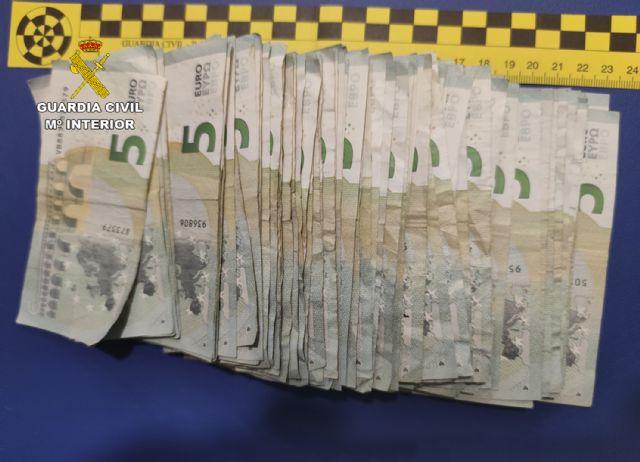 La Guardia Civil detiene en Mula a un estafador especializado en el timo del cambio de billetes en comercios - 1, Foto 1