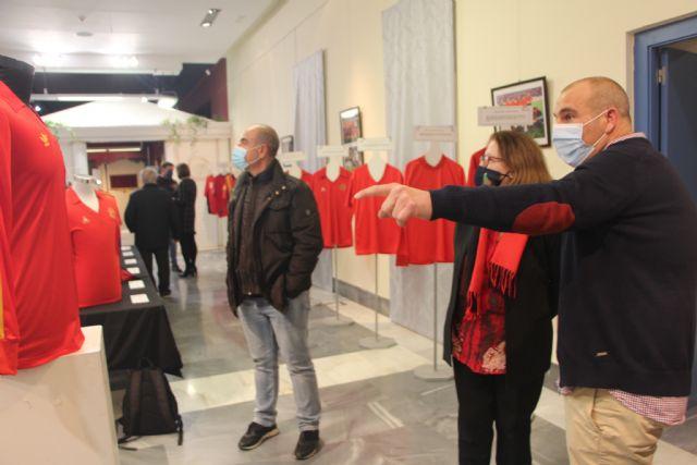 Las camisetas históricas de la Selección Española de Fútbol se cuelgan en el Museo Barón de Benifayó - 2, Foto 2