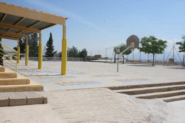 Esta semana comienzan las obras para cubrir 720 metros cuadrados de pista polideportiva en el Colegio de Educación Infantil y Primaria San José - 2, Foto 2