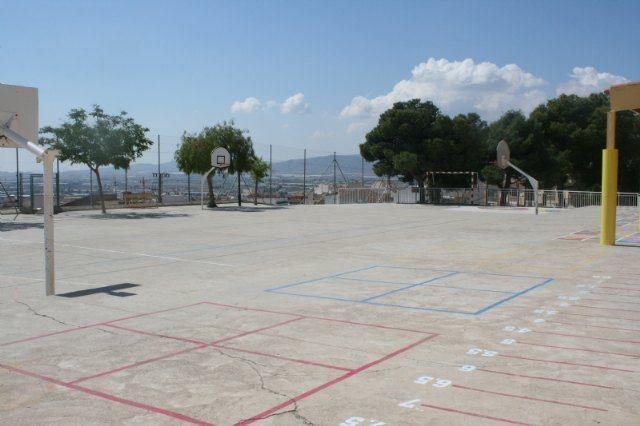 Esta semana comienzan las obras para cubrir 720 metros cuadrados de pista polideportiva en el Colegio de Educación Infantil y Primaria San José - 3, Foto 3