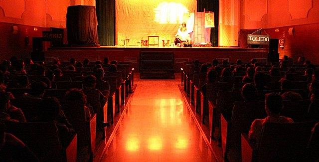 Éxito de asistencia del alumnado a la obra de teatro del Lazarillo de Tormes - 1, Foto 1