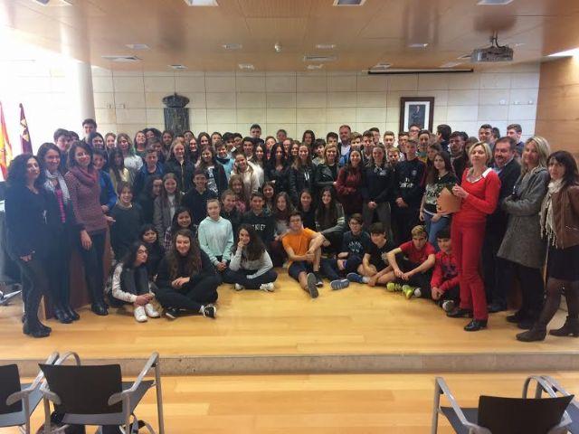 Autoridades municipales realizan una recepción institucional a la delegación francesa que realiza un intercambio con estudiantes del IES