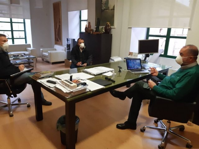 The mayor holds a meeting with municipal officials in the area of Social Welfare to coordinate aid and actions for the most vulnerable families, Foto 2