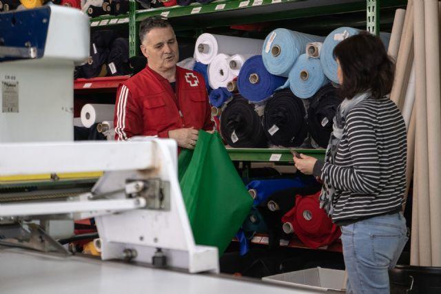 Mobel Sport colabora con Cruz Roja Totana fabricando material sanitario de protecci�n, Foto 2