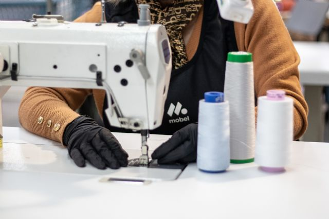 Mobel Sport colabora con Cruz Roja Totana fabricando material sanitario de protecci�n, Foto 3
