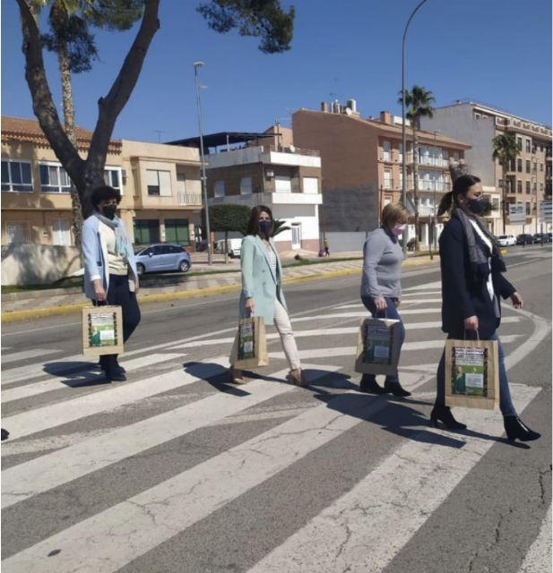 La campaña Compra en Puerto Lumbreras y llévate un premio sorteará 60 vales de 100 euros entre quienes hagan sus compras en el comercio local - 1, Foto 1