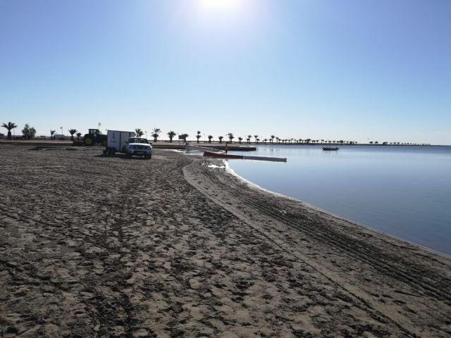 El Ayuntamiento regenera las playas del Mar Menor para recuperar la pérdida de arena por las lluvias - 1, Foto 1