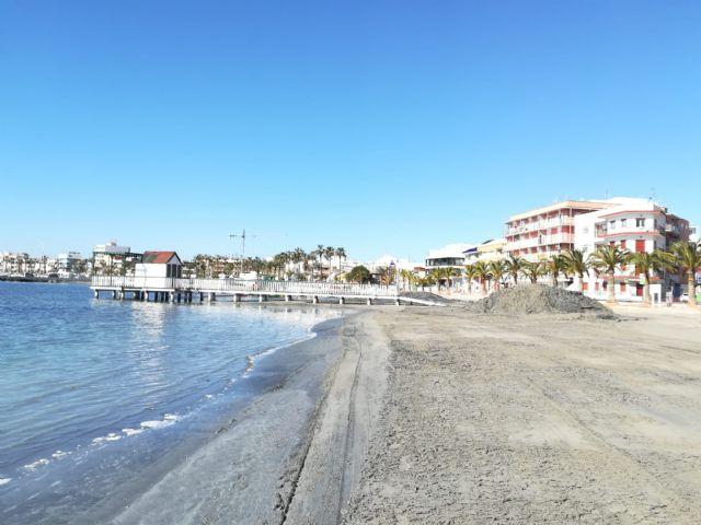 El Ayuntamiento regenera las playas del Mar Menor para recuperar la pérdida de arena por las lluvias - 2, Foto 2
