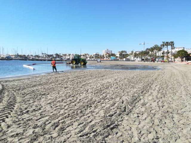 El Ayuntamiento regenera las playas del Mar Menor para recuperar la pérdida de arena por las lluvias - 3, Foto 3