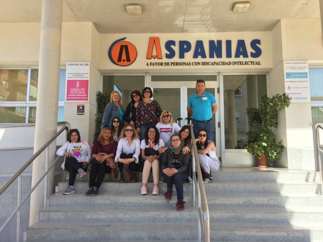 "Students of the mixed Employment-Training program on ""Socio-health Care for Dependents in Social Institutions"" make a didactic visit to ASPANIAS"