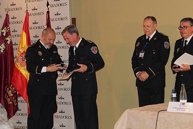 El cabo Norberto Costa recibe la Medalla de Reconocimiento de las Policías Locales