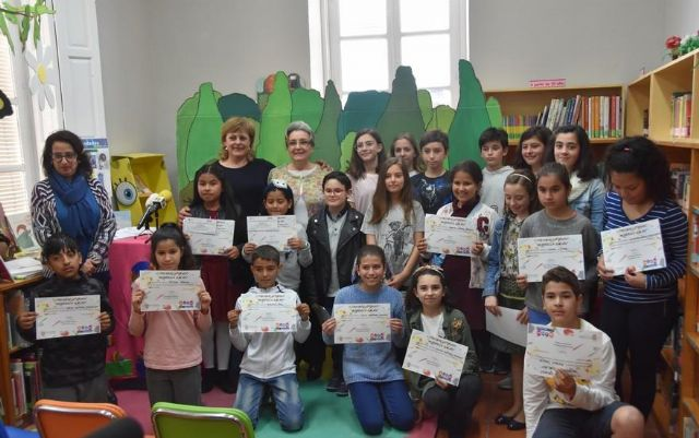 "A total of 48 students participate in the V Literary Contest ""Morerica Galán"", whose awards were given yesterday to mark the celebration of the Book Day"