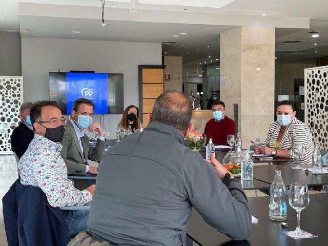 Ortuño se reúne con empresarios del sector turístico de Águilas para consensuar acciones comunes para la reactivación - 2, Foto 2