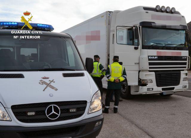 La Guardia Civil intercepta al conductor de un camión articulado de gran tonelaje que superaba seis veces la tasa máxima de alcoholemia - 1, Foto 1