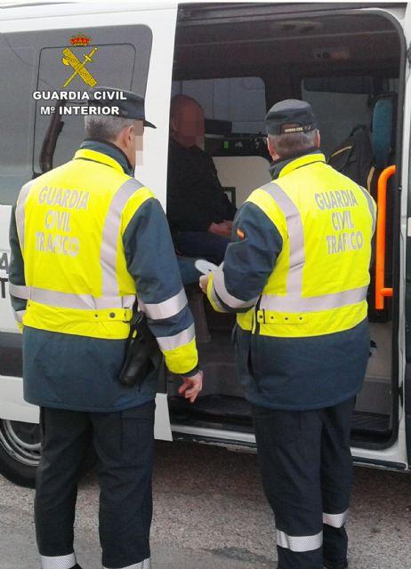 La Guardia Civil intercepta al conductor de un camión articulado de gran tonelaje que superaba seis veces la tasa máxima de alcoholemia - 3, Foto 3