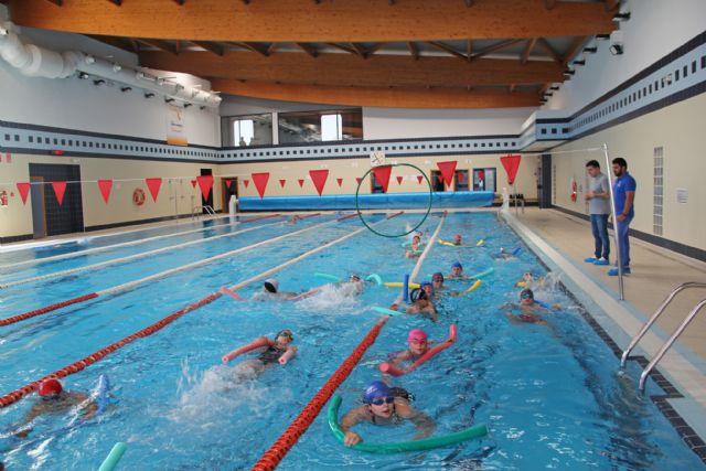 Los cuatro colegios de Puerto Lumbreras se unen al programa de natación escolar para mejorar las habilidades acuáticas de los escolares - 1, Foto 1