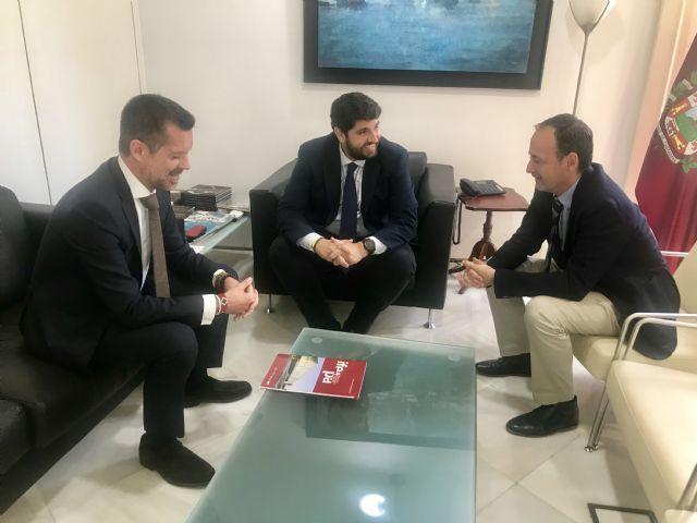 López Miras se reúne con el director gerente del Palacio de Ferias y Exposiciones de la Región (Ifepa) - 1, Foto 1