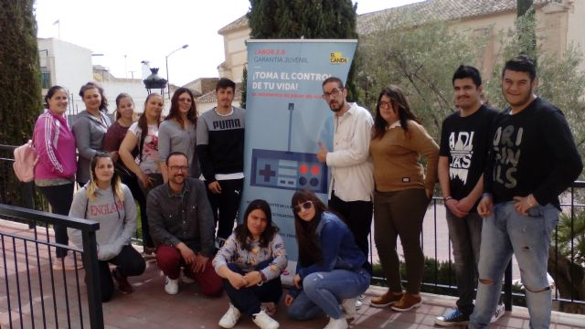 """Two groups of young people from the """"Labor 2.0: Youth Guarantee"""" project carry out hairdressing and cafeteria, pastry and confectionery training"""