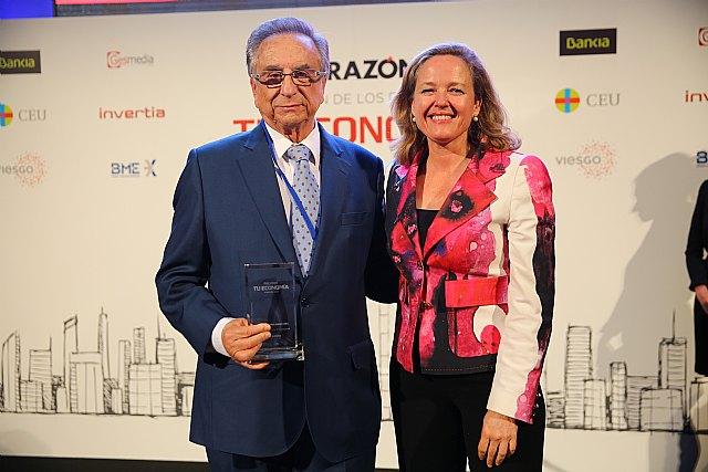 El presidente de Grupo Fuertes, Tomás Fuertes, recibe el premio