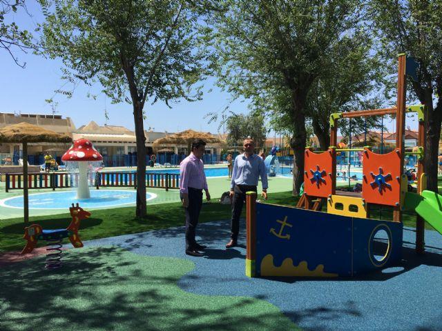 San javier la piscina municipal estrena parque infantil for Piscina alcantarilla