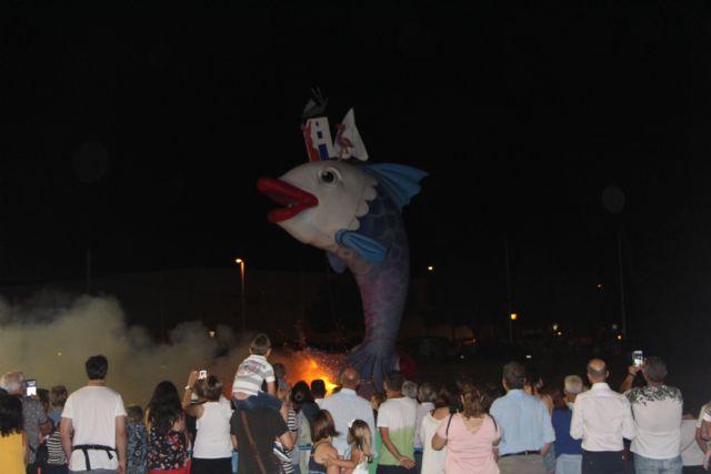 Cientos de vecinos disfrutan la noche de San Juan en San Pedro del Pinatar - 1, Foto 1