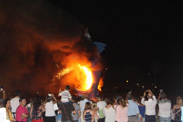 Cientos de vecinos disfrutan la noche de San Juan en San Pedro del Pinatar - 3, Foto 3