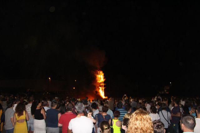 Cientos de vecinos disfrutan la noche de San Juan en San Pedro del Pinatar - 4, Foto 4