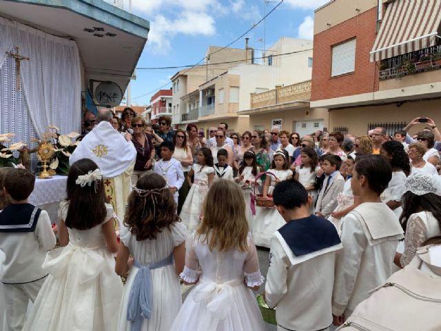 Decenas de niños de comunión procesionan en San Pedro y Lo Pagán con motivo del Corpus Christi 2019 - 1, Foto 1