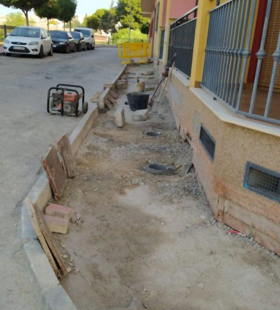 Saorín informa sobre la reparación integral de una acera en Ronda Acequia del Fatego - 1, Foto 1