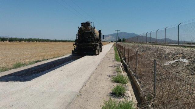 El Ayuntamiento repara los tramos más deteriorados del camino de la Pola, Foto 1