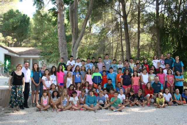 Un total de 65 niños y niñas participan en el campamento del Aula de Naturaleza