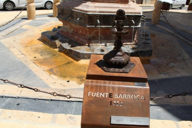 They install a bronze replica of the Juan de Uzeta Fountain with a QR code that offers added information about this monument and a braille reader for the visually impaired