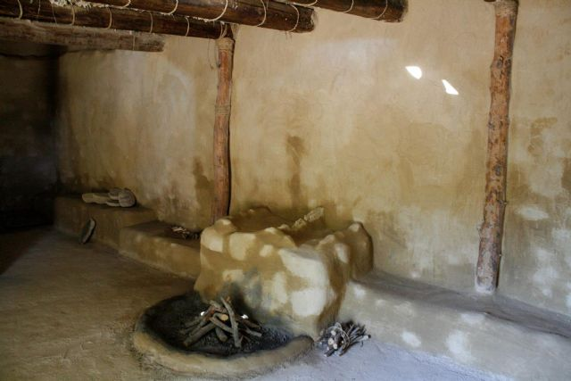 La réplica de la nueva casa argárica impulsará a partir del próximo otoño el yacimiento de La Bastida y permitirá que los visitantes del poblado comprendan mejor el estilo de vida de la Edad de Bronce, Foto 3