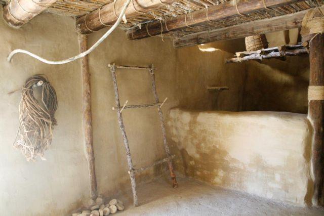 La réplica de la nueva casa argárica impulsará a partir del próximo otoño el yacimiento de La Bastida y permitirá que los visitantes del poblado comprendan mejor el estilo de vida de la Edad de Bronce, Foto 4