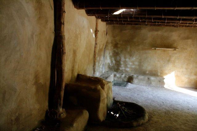 La réplica de la nueva casa argárica impulsará a partir del próximo otoño el yacimiento de La Bastida y permitirá que los visitantes del poblado comprendan mejor el estilo de vida de la Edad de Bronce, Foto 7