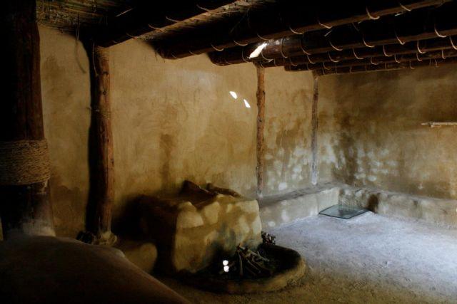 La réplica de la nueva casa argárica impulsará a partir del próximo otoño el yacimiento de La Bastida y permitirá que los visitantes del poblado comprendan mejor el estilo de vida de la Edad de Bronce, Foto 8