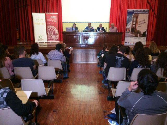 Nearly 200 students of the UMU participate in the 10th Conference on Local Economies of the Region of Murcia that are held in Totana on Local Development and Heritage, Foto 1
