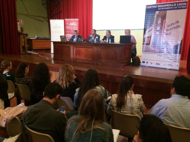 Nearly 200 students of the UMU participate in the 10th Conference on Local Economies of the Region of Murcia that are held in Totana on Local Development and Heritage, Foto 2