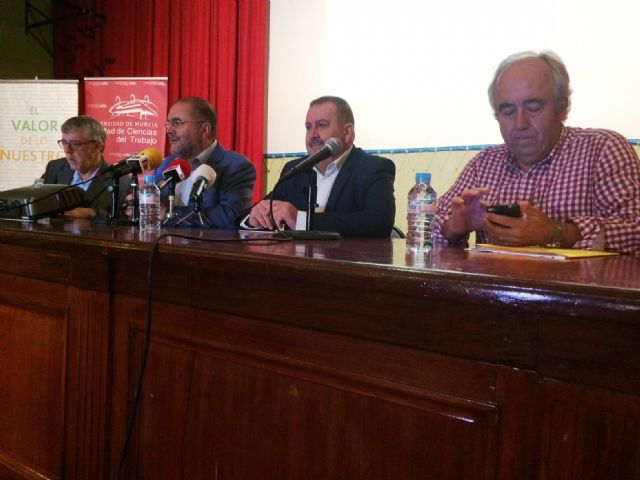 Nearly 200 students of the UMU participate in the 10th Conference on Local Economies of the Region of Murcia that are held in Totana on Local Development and Heritage, Foto 6