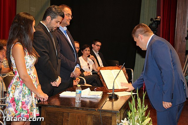 The Popular Group councilor, Francisco J. Martínez Casanova, presents his resignation to the act of councilor, Foto 1