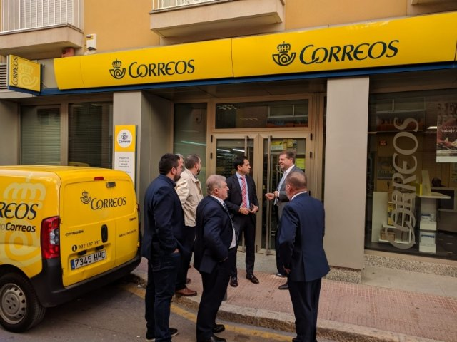 The mayor meets with the national president of Correos