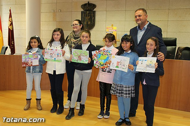 Award of the XIV Drawing Contest on the Rights of the Child through vouchers for the purchase of school supplies